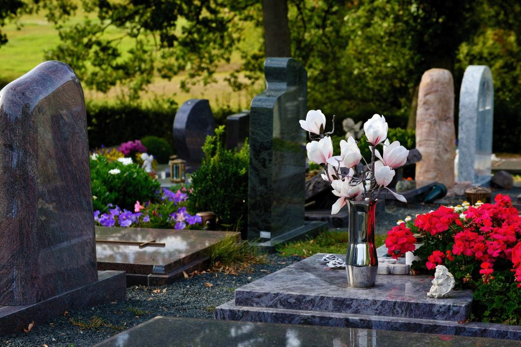graves-3683272_1920